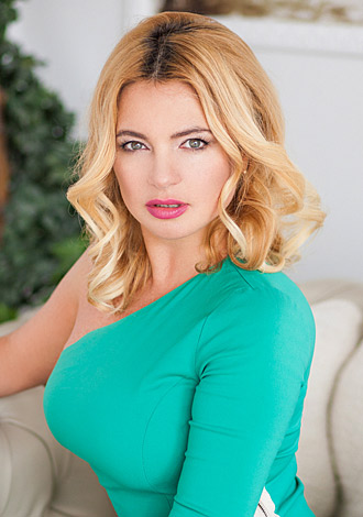 Gorgeous women pictures: caring Ukrainian girl Natalia from Odessa